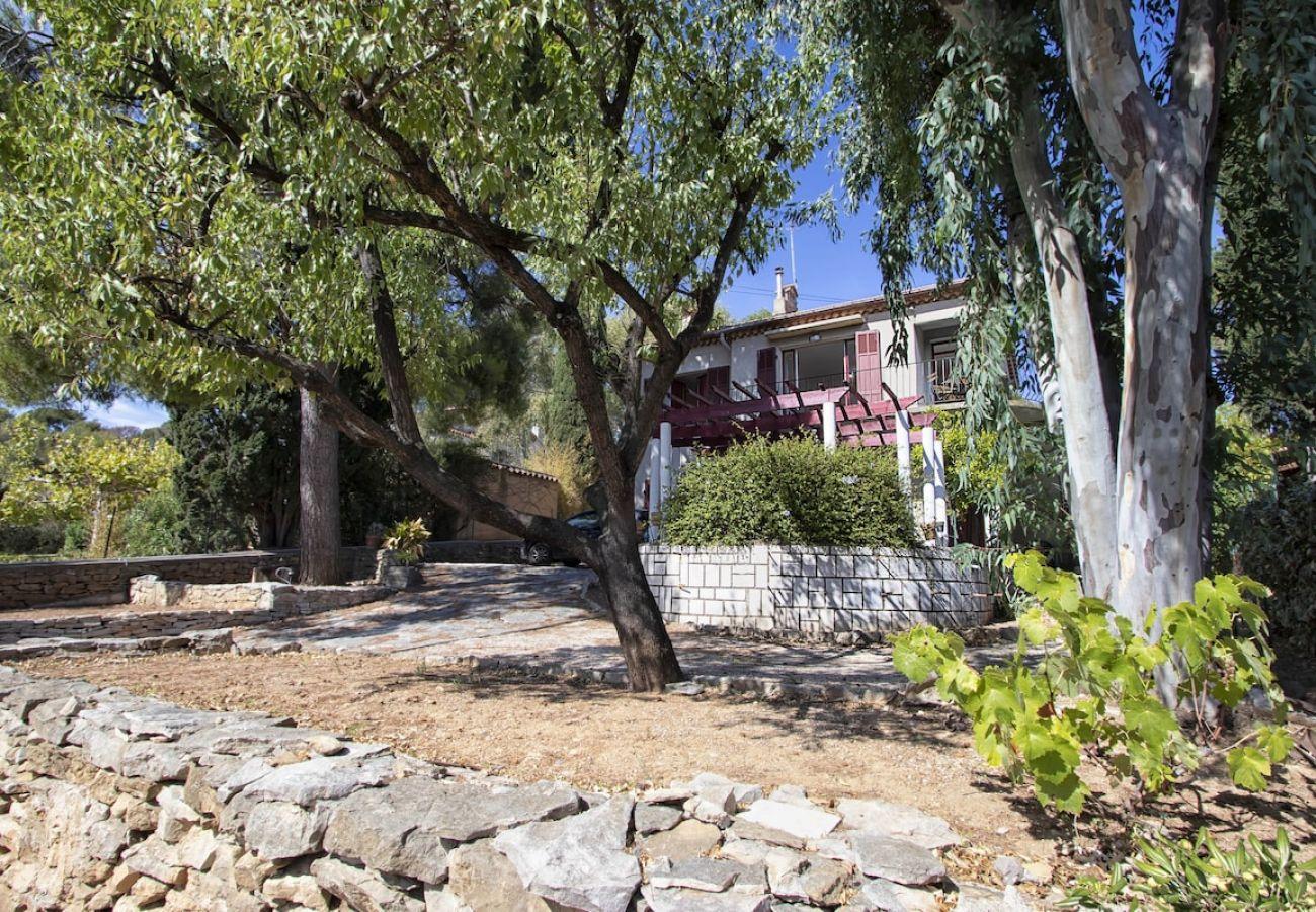 Appartement à La Ciotat - Roucalaio, Rénové, vue & proximité mer jardin WIFI