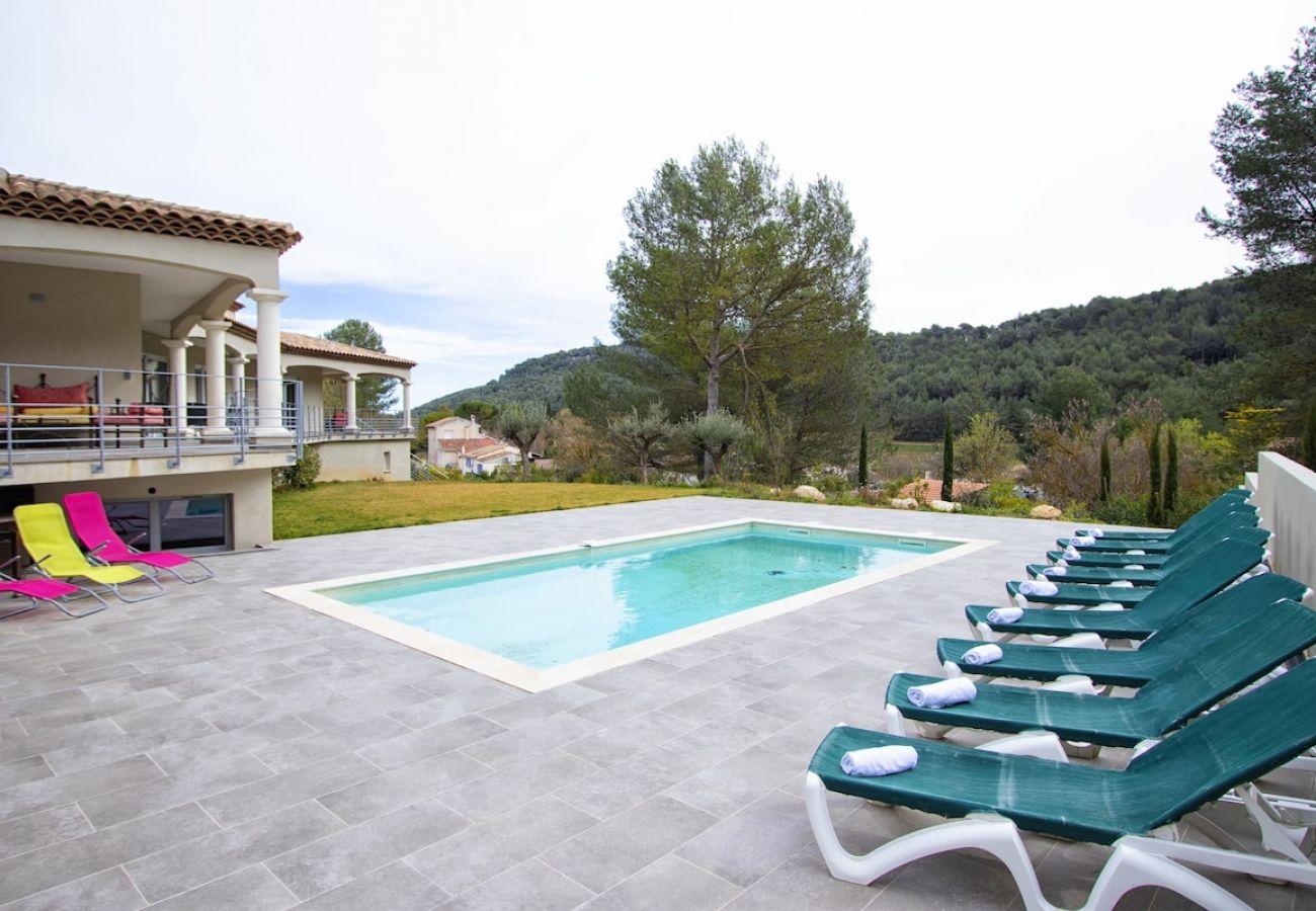 Villa à Roquefort-la-Bédoule - Rouvières. Piscine chauffée, clim, salle de sport