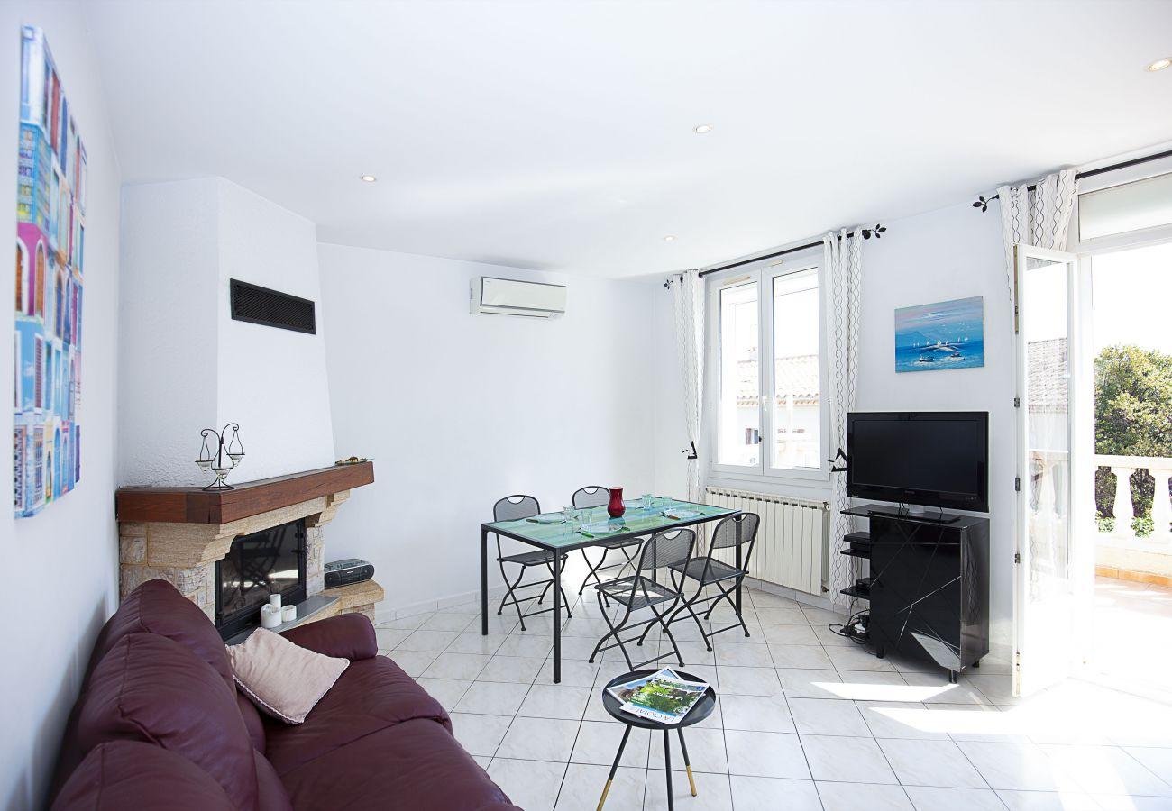 Appartement à La Ciotat - MATO. Appartement. Terrasse vue mer, clim, garage