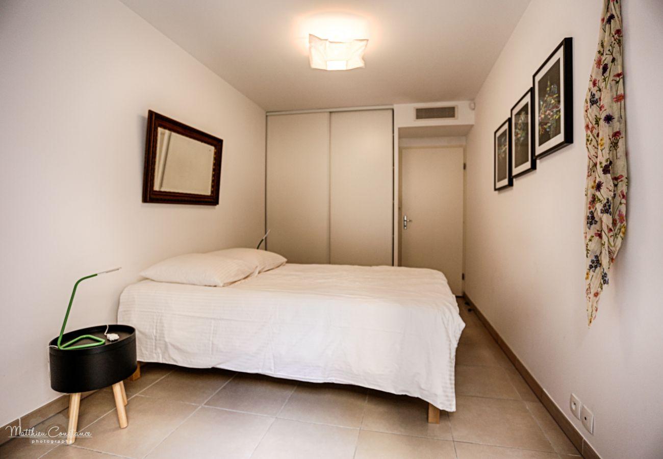 Appartement à La Ciotat - Le Gabian Appart standing, terrasse, jardinet,Wifi
