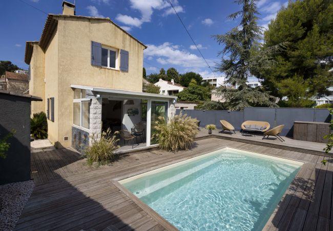 à La Ciotat - GARARRO. Maison bohème, piscine, clim, jardin