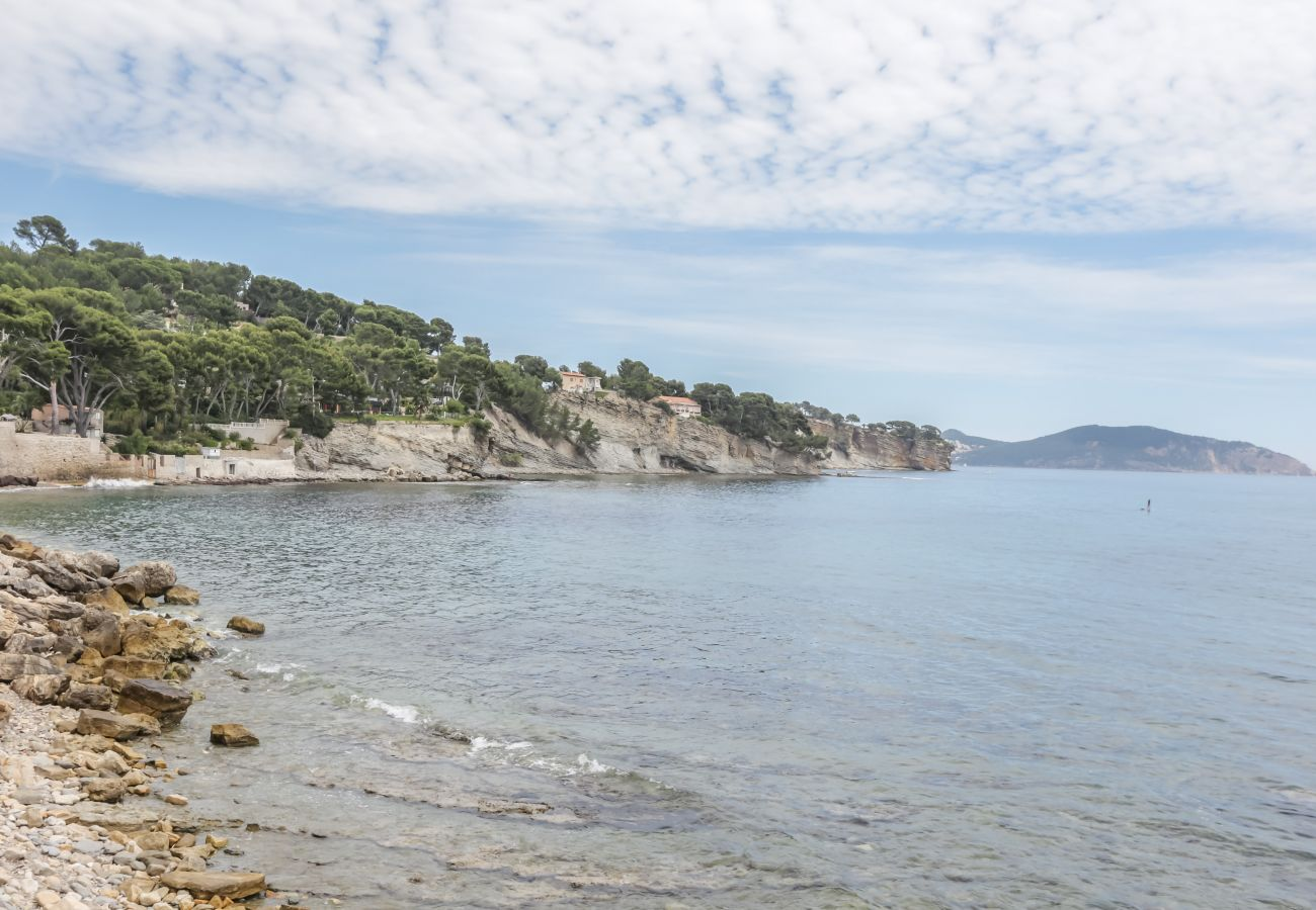 Appartement à La Ciotat - Pètro, 100 m de la plage, terrasse, clim, parking