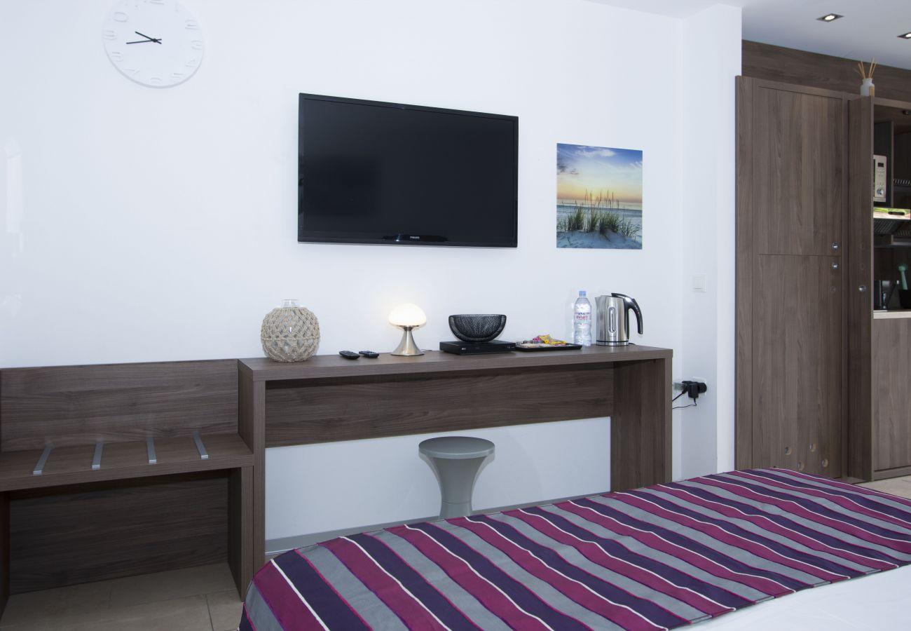 Aparthotel à Saint-Cyr-sur-Mer - Studio Reinette. Pour vos vacances ou séjours pros