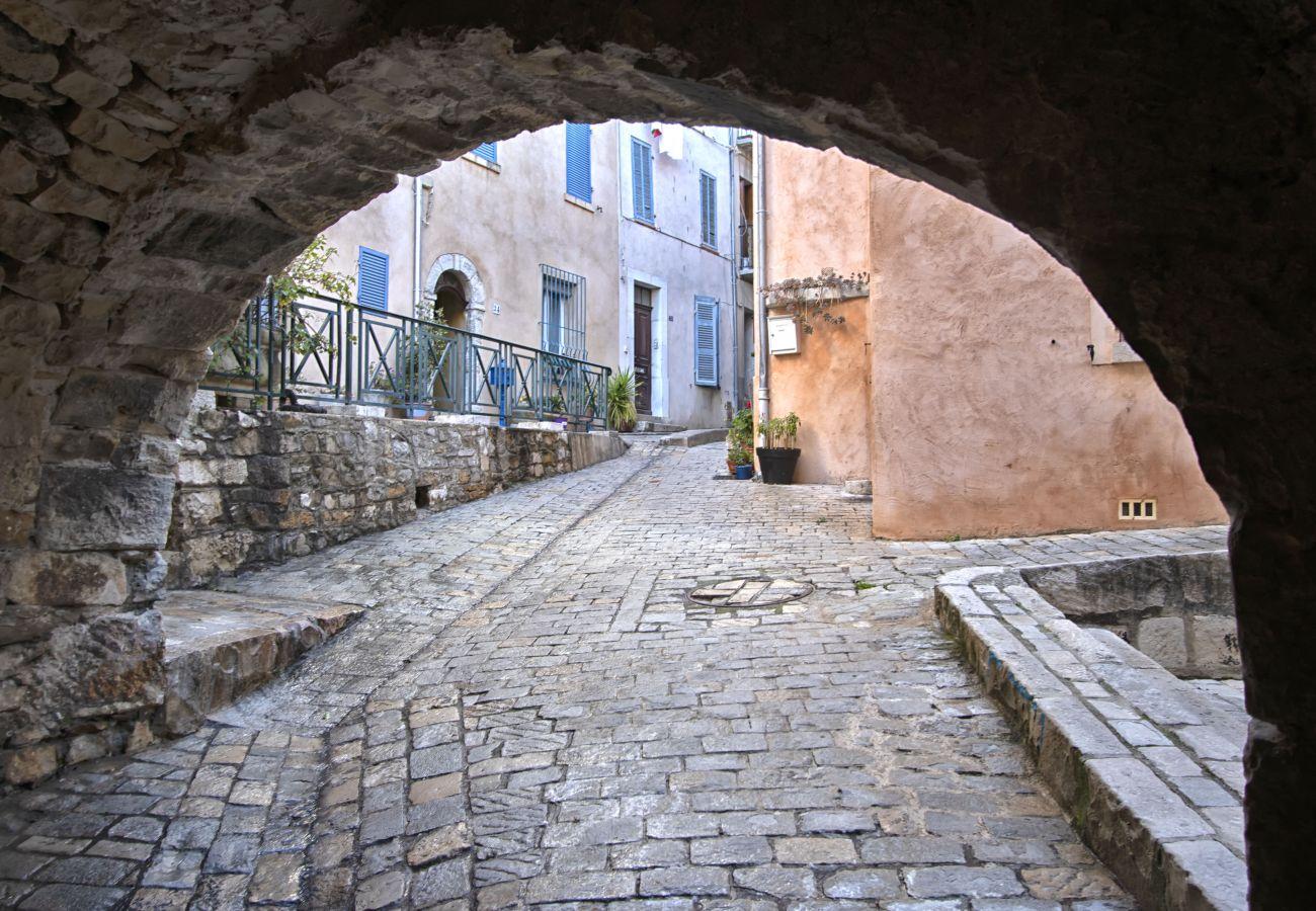 Appartement à Saint-Cyr-sur-Mer - Galant. Appartement en bord de mer avec terrasse.